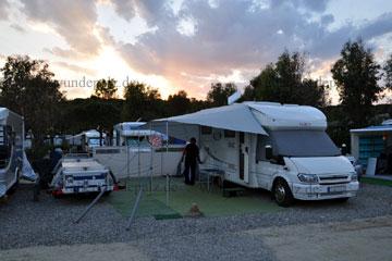 italien camping beim italien urlaub mit angabe der preise. Black Bedroom Furniture Sets. Home Design Ideas